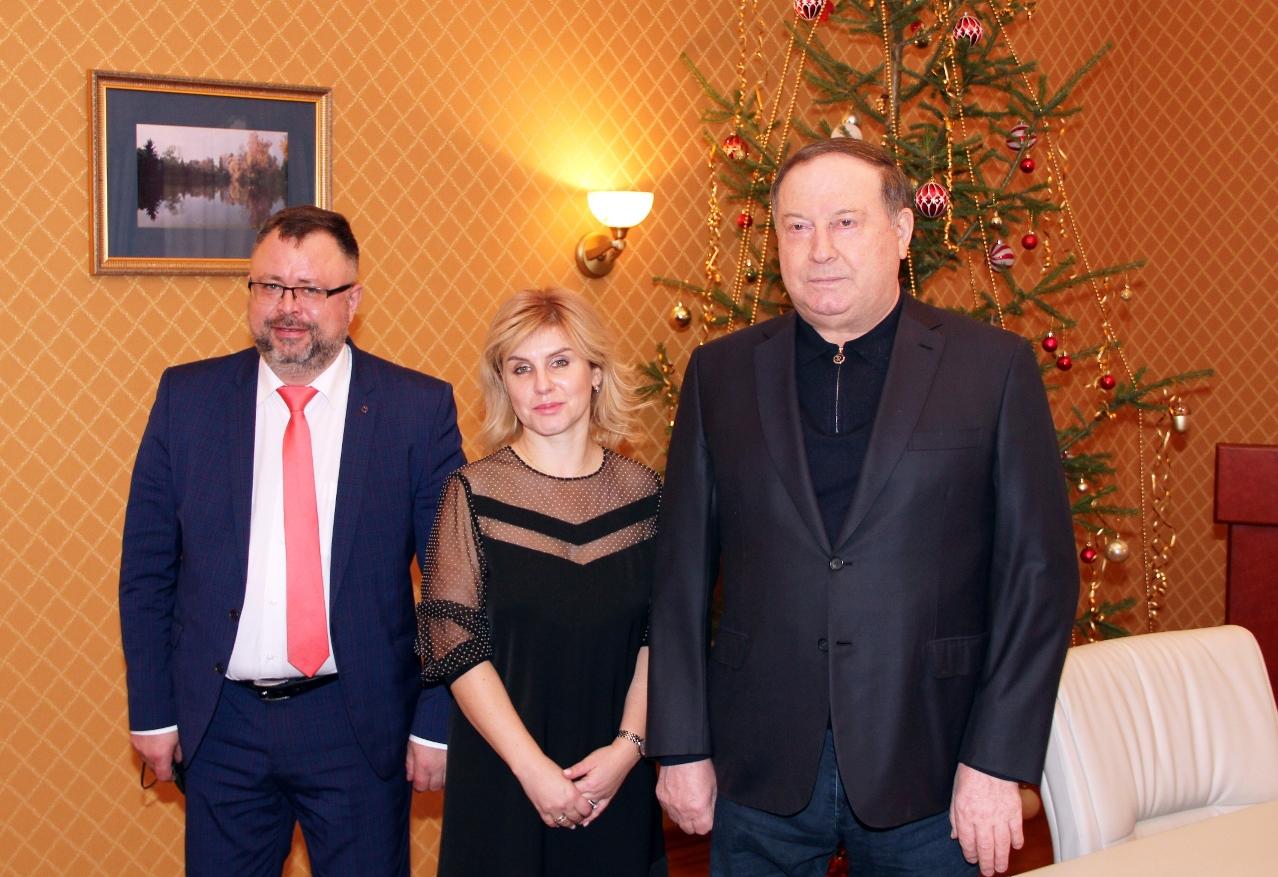 Рабочая встреча с руководителями контрольно-счетных палат города Севастополя и Камчатского края Юлией Кокаревой и Сергеем Лозовским (24 декабря 2020 года).